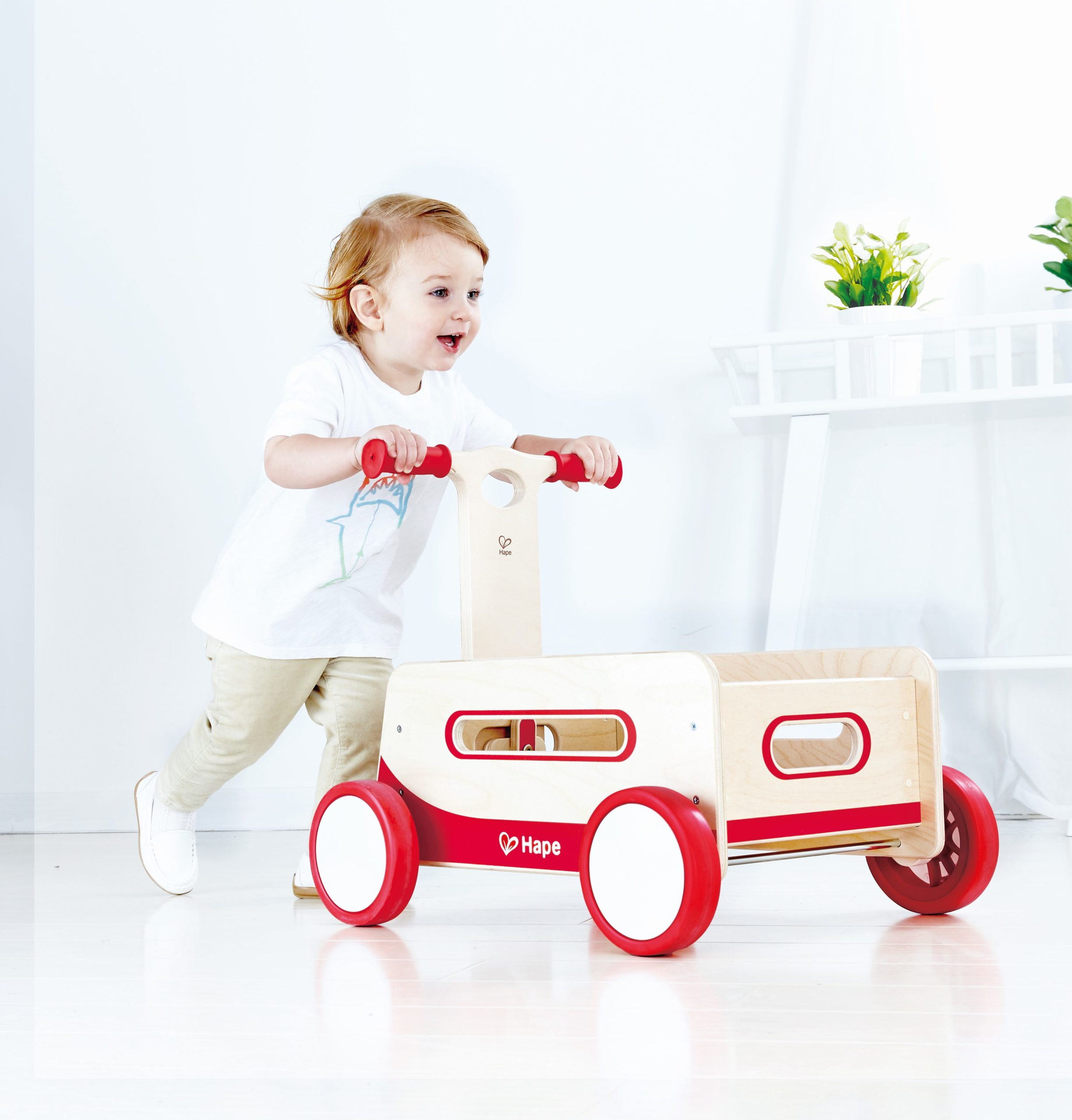 E0375 Classic Wooden Wagon with child
